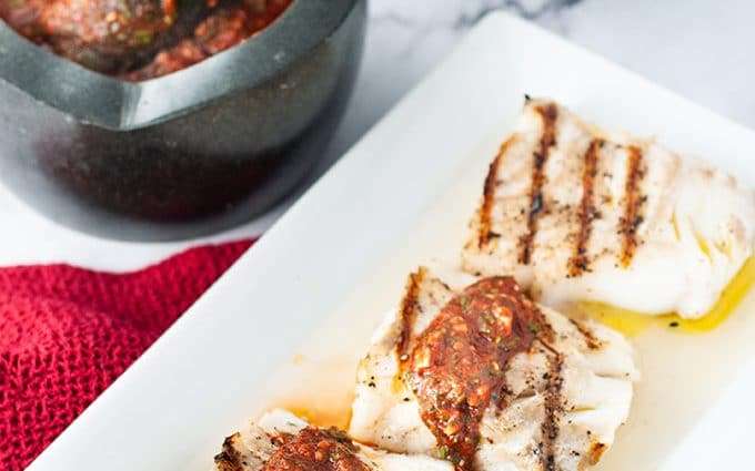 Grilled cod loins with Portuguese garlic sauce (molho cru)