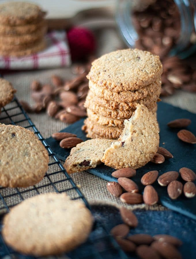 Crispy almond cookies without refined sugar (diabetic and keto friendly)