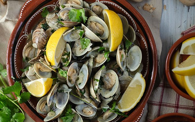 Portuguese garlic and wine clams – Amêijoas à Bulhão Pato