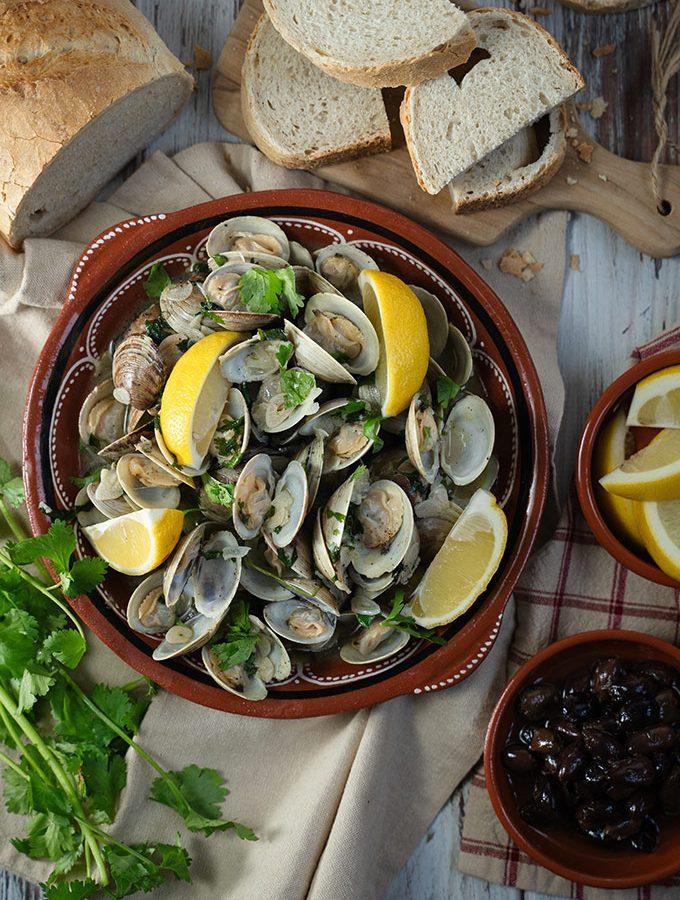 Portuguese garlic and wine clams - Amêijoas à Bulhão Pato